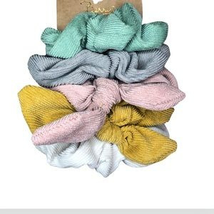 Brand new set of 5 scrunchies